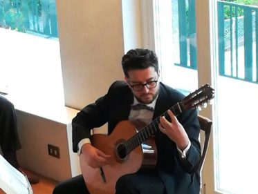 Recital Di Chitarra Classica: Bella Atmosfera Nel Salone Della Musica Del Circolo Degli Esteri Durante Il Recital Di Chitarra Classica Di Antonio Faberi